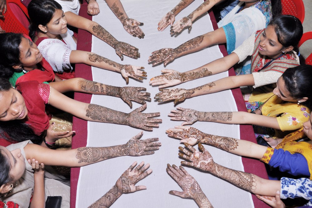 26  08  2016 विद्यार्थीनी कल्याण मंडळ मेहेंदी स्पर्धा