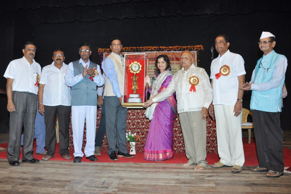 06  10  2016 कै.रावबहादुर संभाजीराव मोरे दुदुस्कर सामाजिक कृतज्ञता पुरस्कार वितरण सोहळा